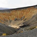 Der Ubehebe Krater, ein 1000 Jahre alter Vulkankrater.