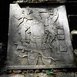 Eins der wenigen Reliefs mit erkennbaren Figuren.