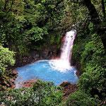 Ein Wasserfall des Rio Celeste.