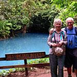 Der Poza Azul, ein kleiner blauer See - und natürlich wir.