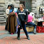 Straßenhändler in Quito, solch ein Leben ist sicherlich sehr hart.