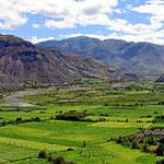 Es ist Indioland, Felder bis in große Höhen, oft extrem steil.