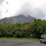 Hier warte ich darauf, dass der Vulkan bis zur spitze hin sichtbar wird. Aber der Wettergott ist mir niocht hold.