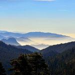 Blick ins Central Valley, unten Smog, oben schöne Sonne.