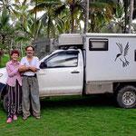 Ein Paar, Claude und Mari. Seit 18 Jahren auf Weltreise in Minifahrzeugen.