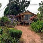 Weiterfahrt nach San Ingnacio, ein Haus am Wegesrand.