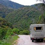 Auf dem Weg nach Onzales fahren wir durch ein enges Tal. Es ist wunderschön hier.
