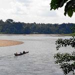 Der Fluss Aquarico. Langboote sind die Verkehrsmittel, da es praktisch keine Straßen gibt.