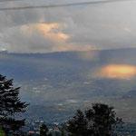 """Blick von """"unserer"""" Finca (Renacer Columbian Highland) über das Tal von Villa de Leyva."""