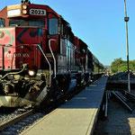Der Zug läuft in El Fuerte ein.