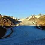 Und immer wieder zieht der Gletscher den Blick auf sich.