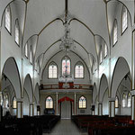 Da Innere der Kirche, luftig und leicht.