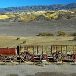 Mit diesem Wagen (und 20 Maultieren) wurde früher das Borax aus dem Death Valley transportiert.