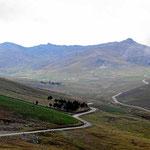 Fahrt durch den Nationalpark Richtung Chimborazo, leider hängen die Wolken tief.