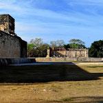 Der Ballspielplatz - der größte Mayaspielplatz in Mexiko.
