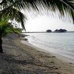 Das Resort hat schon einen schönen Strand. Der ist aber ganz schön klein für fast 1000 Zimmer.