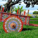 Und das ist ein Ochsenkarren. Bunt bemalte Folklore, aber kaum noch in Gebrauch. Auch Costa Rica hat mittlerweilen auf den LKW-Verkehr umgeschwenkt.