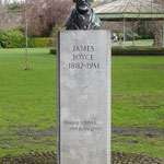 Statue of James Joyce in Stephen's Green (2014年撮影/HIRASHIGE)