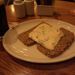"In Davy Byrne's (""A cheese sandwich, then. Gorgonzola, have you?"" (U 8.764)) (2014年撮影/KOBAYASHI)"
