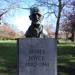 Statue of James Joyce in Stephen's Green (2014年4月撮影/KOBAYASHI)