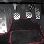 Edelstahl Sportpedale; Edelstahl Fußstütze; selbst gestaltete Fussmatten mit Schriftzug