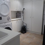 well equipped laundry, extra fridge, wine cooler, ice cube maker and washer + dryer