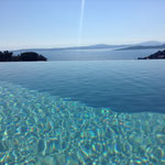 overflow infinity pool with salted water (no chlorine) with countercurrent arrangement