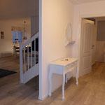 Hauseingangsbereich, größere Garderobe befindet sich rechts im Bild, geradeaus Schlafzimmer EG