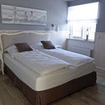 Schlafzimmer im Erdgeschoss, elektrische Rollladensteuerung