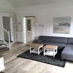 Wohnraum, Treppe nach oben, Eingang (Sofa wurde inzwischen ausgetauscht)
