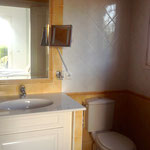 Bad mit Fenster und WC