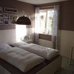 Grey-brown bedroom in the ground floor with Flat-TV