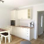 Küche (mit Spülmaschine, Kühlschrank und Backofen-/ Mikro-Kombi))