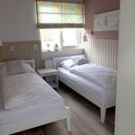 kleines Schlafzimmer im Obergeschoss, elektrische Rollladensteuerung