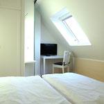 LED-Fernseher im Schlafzimmer Dachgeschoss