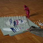 12 plaquettes perforées de 99 pointes surmontées de grains de Job et une figurine