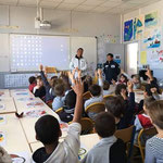 Visit School Class with welcoming by chirldren (Photo: Yuka Rimbaud Mori)