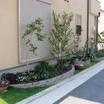 よくある狭い空間がこんなに可愛らしく演出できます。ガーデンブリックトロンメル使用。