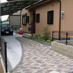 ガーデンブリックトロンメル。アプローチとカースペースを兼ねています。