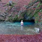 Bain en eau froide (5°) à la source bleue