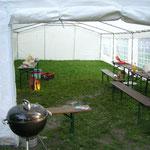 Abendessen im Zelt - bei leichtem Niederschlag