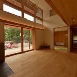 三郷の家Ⅲ(安曇野市)-居間|全開木製ガラス戸