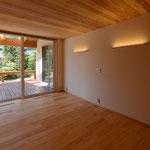 里山辺の家(松本市)-親世帯寝室~インナーデッキ