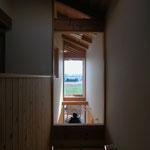 梓川の家Ⅰ(松本市)-玄関通り土間・居間上部吹抜