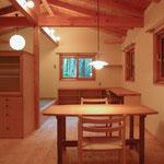 飯綱高原の山小屋Ⅰ( 長野市)-LDK・食卓テーブル(松葉屋家具店)