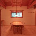 飯綱高原の山小屋Ⅰ( 長野市)-食卓テーブル(松葉屋家具店)
