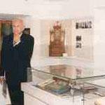 Ministerpräsident Dr. Edmund Stoiber bei der Besichtigung kirchl. Exponate