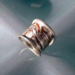 Schmuckring mit MokuMeGane-Einsatz aus 10 Schichten Kupfer/Silber