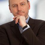 Prof. Dr. Gerald LEMBKE, Industriekaufmann, Wirtschaftspädagoge, Wirtschafts- und Sozialwissenschaftler, Medienwissenschaftler, Unternehmer