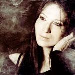 RAPHAELA MEYER (Sängerin und Textschreiberin)